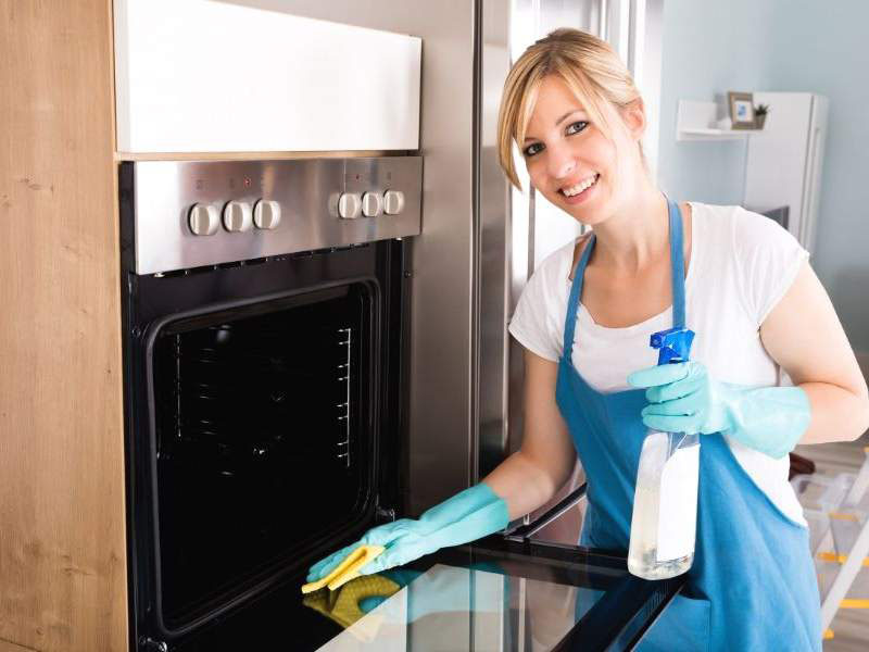 The oven cleaning